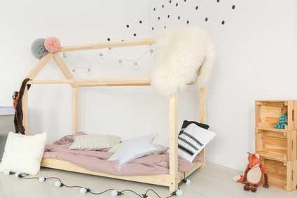 Holzkisten im Kinderzimmer